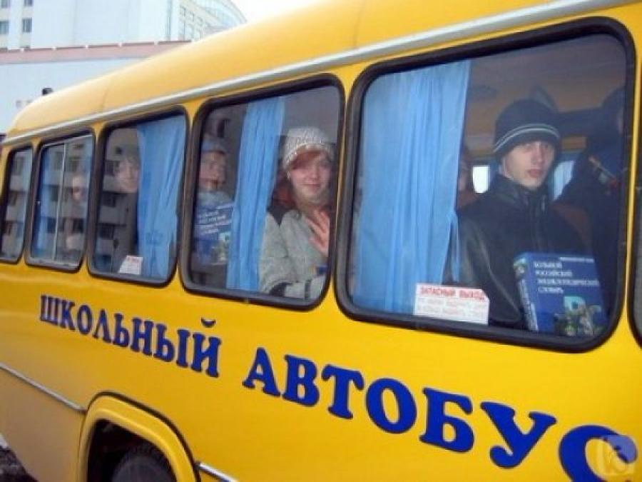 Губернатор Смоленской области вручил сельской школе автобус