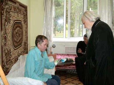 Смоленские священники будут развивать сотрудничество с центром для бездомных
