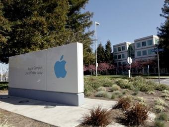 Акции Apple установили рекорд в первый день продаж iPhone 4S