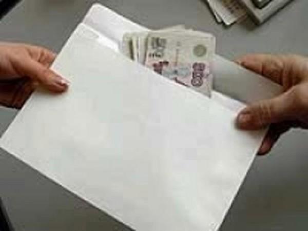 В Смоленской области участковый подозревается в получении взятки