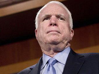 Маккейн обвинил Обаму во втягивании США в новую войну