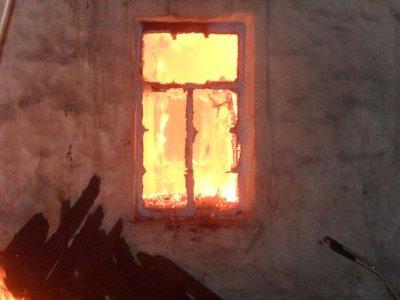 В Смоленске три раза за сутки загорались облюбованные бомжами бараки