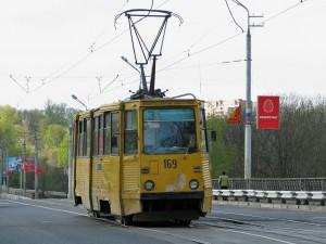 Пассажиры поймали трамвайных вандалов и привели их в полицию