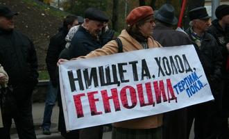 200 смолян митинговали у здания мэрии