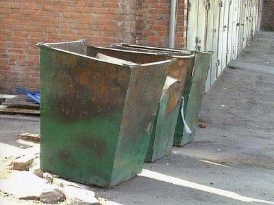 В Смоленске возле мусорки обнаружили труп