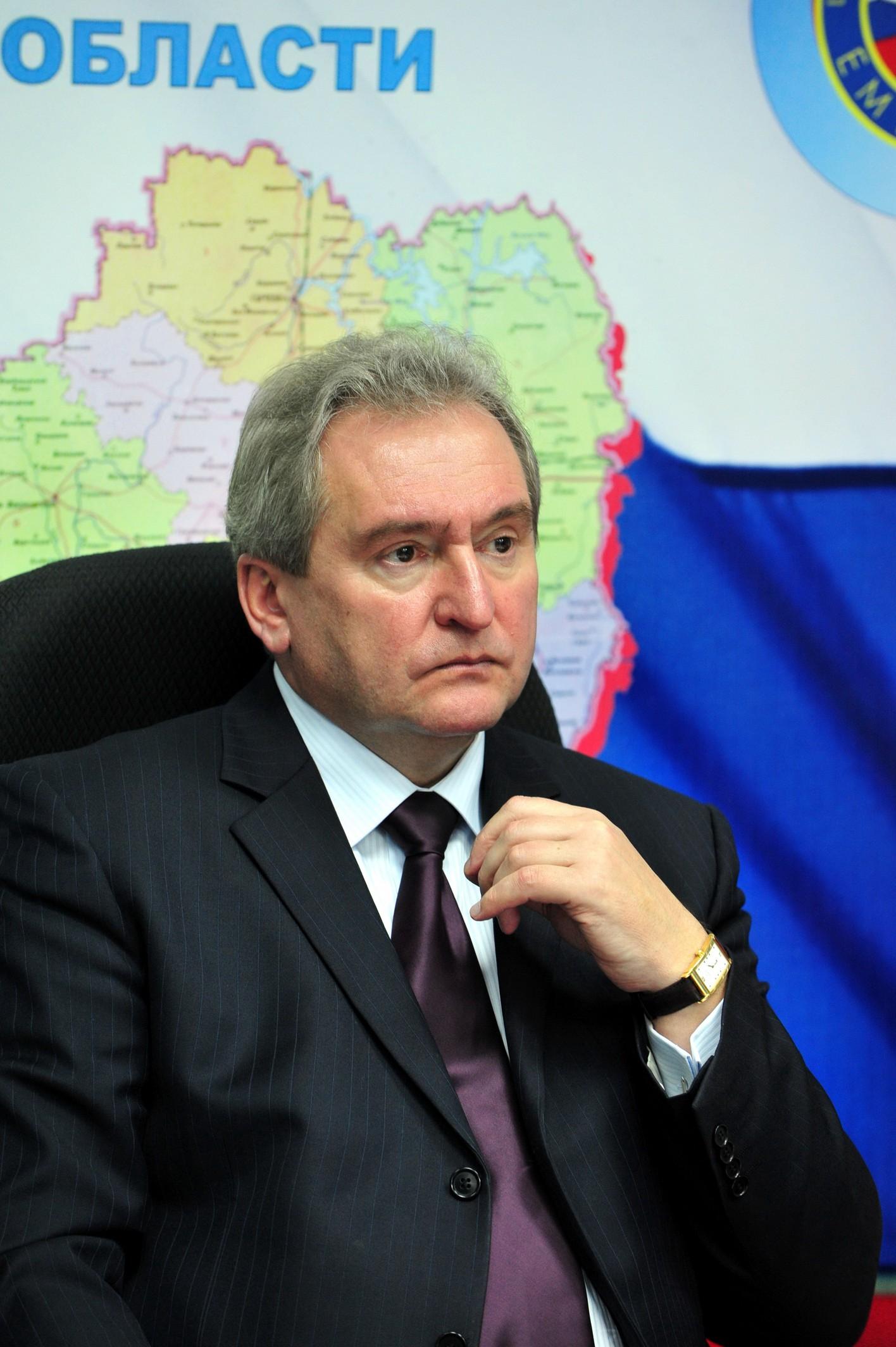 Сергей Антуфьев проконтролировал ход ремонтных работ на улице Рыленкова