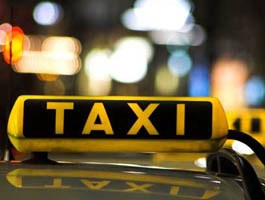 Со свадьбы друзья уехали на угнанном ими такси