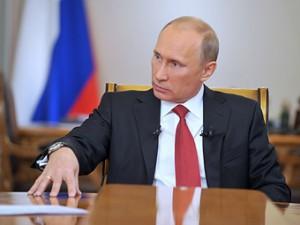 Путин: Запрещать праворульные автомобили в России не будут