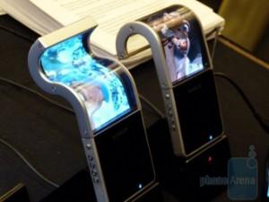 Samsung выпустит телефоны с гибким экраном в 2012 году