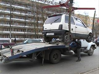 В Смоленске с незаконных парковок автомобили эвакуируют на штрафстоянки