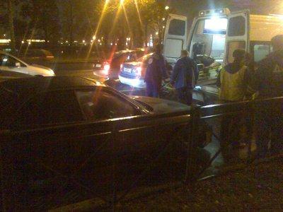 В Смоленске на светофоре машина сбила женщину с двумя детьми