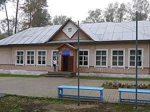 Дмитрий Медведев помогает Красноборской лесной школе