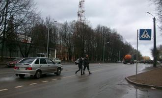 Двух смоленских студенток сбили на пешеходном переходе