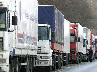 Водителей грузовиков предложили штрафовать за летнюю резину