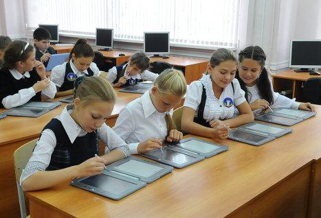 Почти 30 тыс москвичей записали детей в школу по интернету