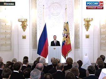 Медведев предложил преследовать чиновников за незаконное обогащение