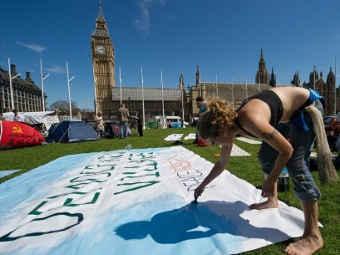 В Лондоне снесли «деревню демократии»