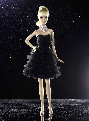 Кукол Барби в образах заморских принцесс и поп-звезд привезли в Смоленск