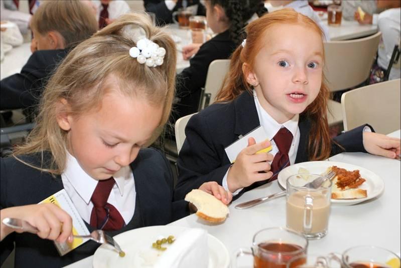 Питание в школах обещают восстановить в течение нескольких дней