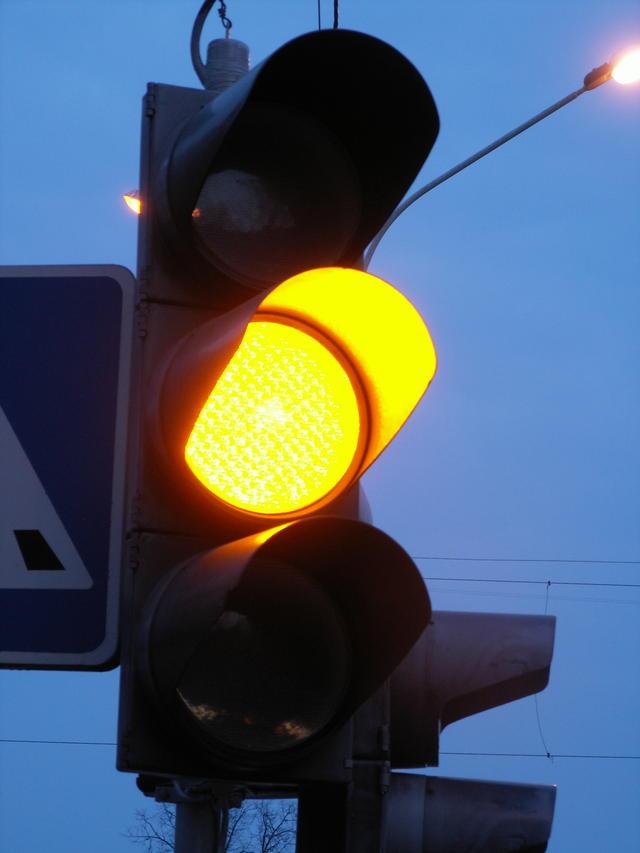 Светофор в Смоленске наводит панику на водителей