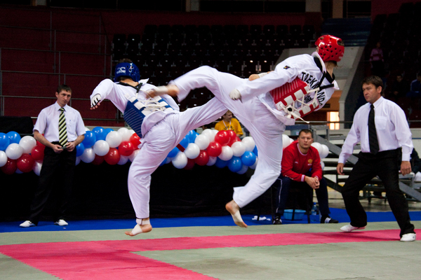 Смоленские юниоры привезли восемь медалей с окружных соревнований по тхэквондо