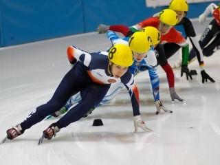 В Смоленске городской турнир по шорт-треку собрал лучших спортсменов