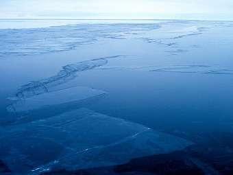 Корейский траулер загорелся в Антарктике