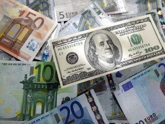 ЦБ резко понизил официальные курсы доллара и евро