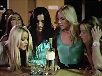 В рекламе водки Zubrowka спародировали Axe-эффект