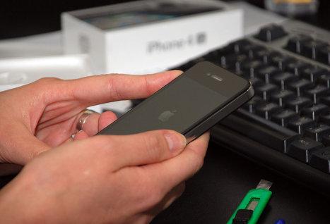Хакеру удалось взломать смартфон iPhone 4S с последней версией iOS