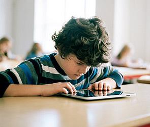 Apple хочет заменить учебники на iPad