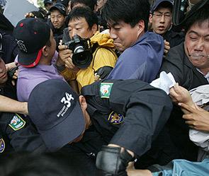 Китайцы устроили беспорядки из-за iPhone 4S