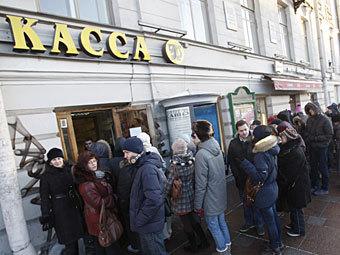 В Петербурге за несколько часов раскупили десятирублевые билеты в театры