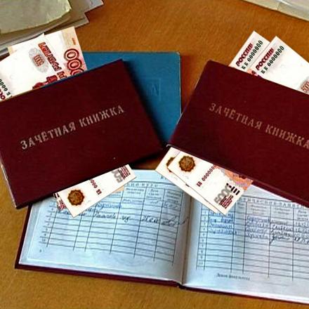 В Смоленске преподаватель вуза осужден за взятки
