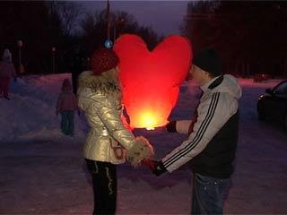 Смоленские влюбленные отметили День святого Валентина флешмобом