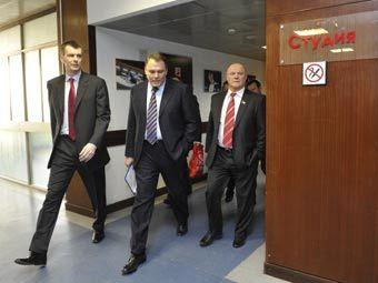 «Лига избирателей» подписала соглашения с Зюгановым и Прохоровым