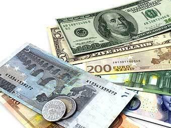 Россияне в декабре продали рекордное количество валюты