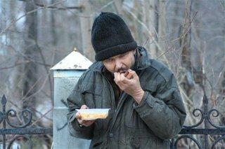 К кормлению бездомных граждан присоединились пожарные