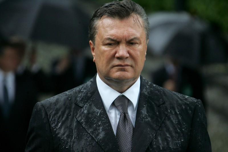 Тернопольцы скинулись Януковичу на билет до Магадана
