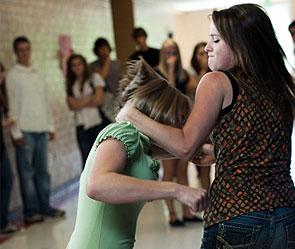 Девочка держала в страхе всю школу