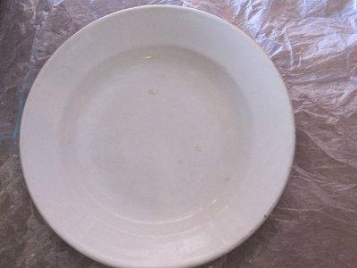 Смолянин принес в музей трофейную немецкую тарелку