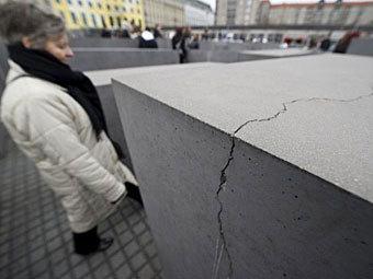 Берлинский мемориал жертвам Холокоста начал разрушаться