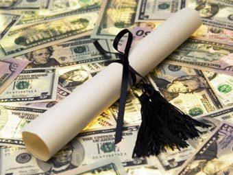Американцы задолжали за образование более триллиона долларов