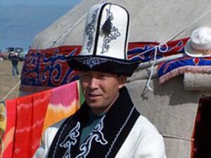 В Джалалабаде чиновников обязали носить национальную одежду