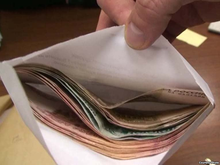 Получателей «серых» зарплат призвали стучать на работодателей