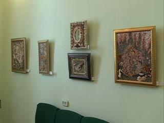 В Смоленске проходит выставка картин из природных материалов