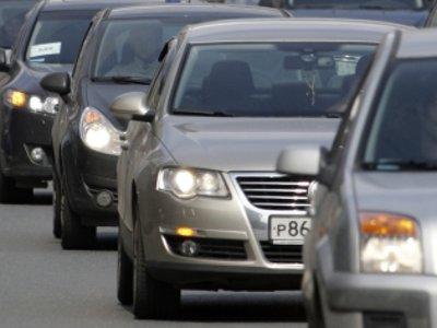 Водители устроили автопробег для привлечения внимания к разбитым дорогам