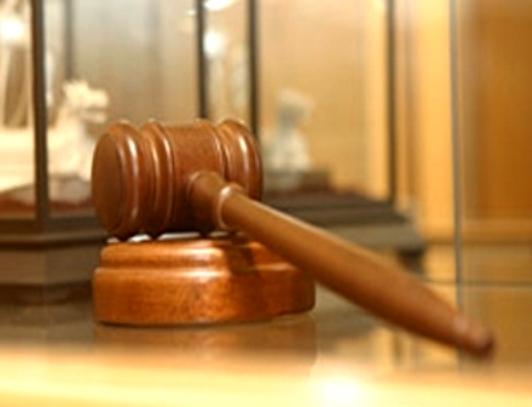 Житель Смоленска совершил кражу в здании суда и скрылся