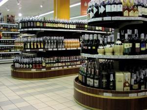 Смоленские развлекательные центры торговали алкоголем без лицензии