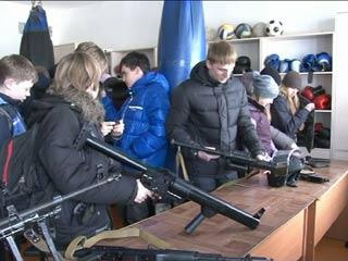 Спецподразделения смоленской полиции познакомили школьников со своей работой